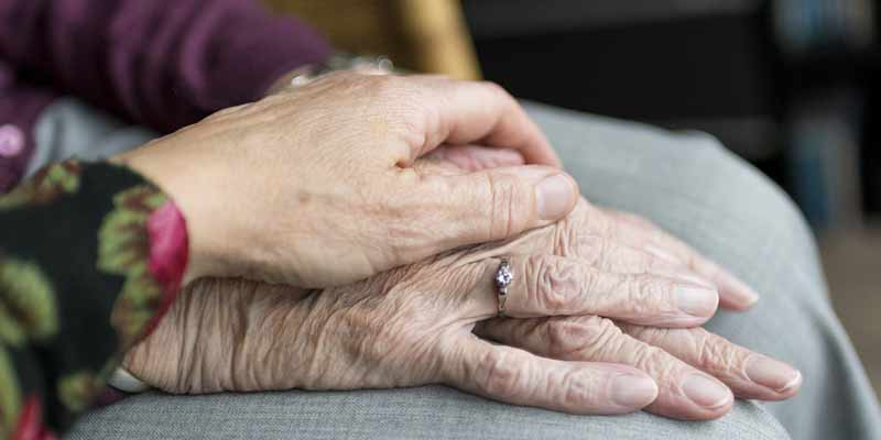 Hände von Senioren