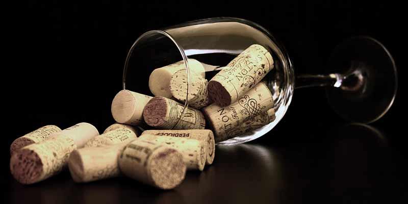 Weinglas mit Korken