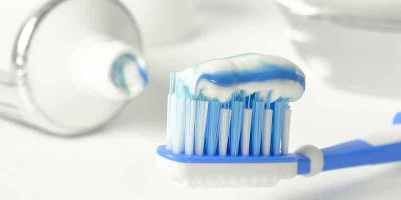 Zahnbürste und Zahnpasta