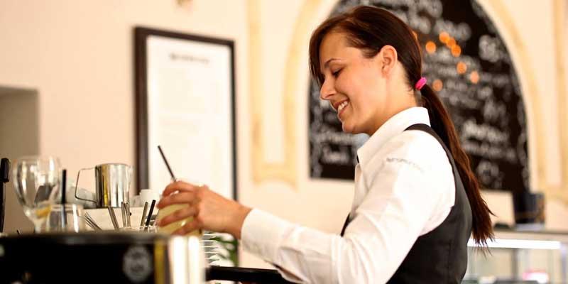 Kellnerin im Restaurant/Café