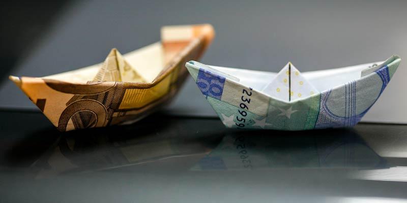 Schiffchen aus Geldscheinen gefaltet