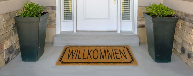 Eingangsbereich eines Wohnhauses mit Fußmatte