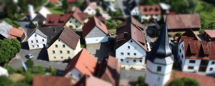 Dorf aus Vogelperspektive