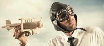 Mann mit Fliegermütze