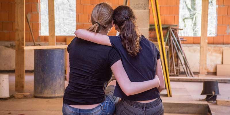 Frauen auf einer Baustelle