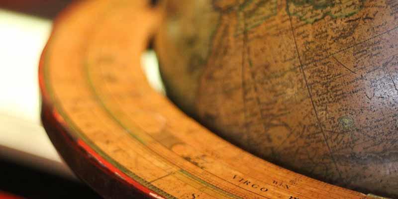 Globus aus Holz