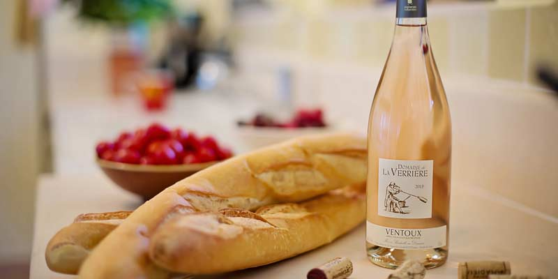 Wein mit Baguette