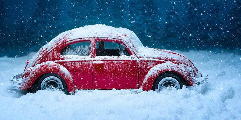 Auto im Schnee